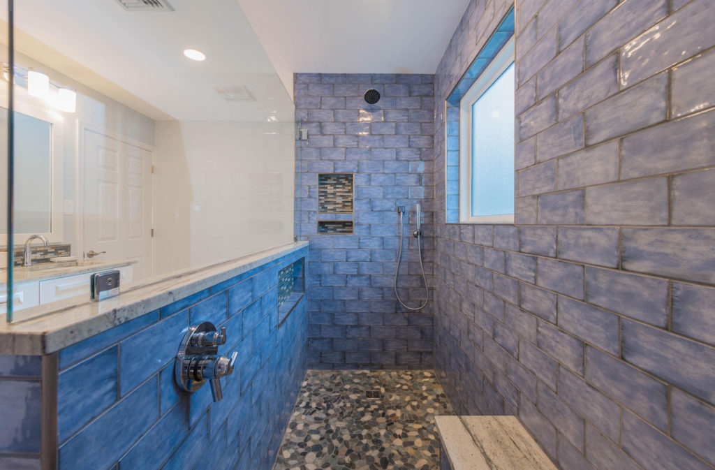 Spacious shower by Luxury Bath and Kitchens of Pennsylvania